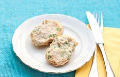 This speedy snack is delicious on whole-wheat crackers, celery or carrots. It's a healthy option when looking for something simple to hold you over until meal time. Ww Recipes, Seafood Recipes, Healthy Dinner Recipes, Vegetarian Lunch, Vegetarian Recipes, Sandwich Fillings, Fish And Seafood, Queso, Brunch