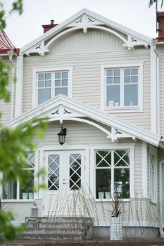 Foto anne-charlotte andersson text helena köhl kaunis talo дом,синие дома j Cottage Exterior, House Paint Exterior, Interior And Exterior, Scandinavian Architecture, Scandinavian Home, This Old House, My House, German Houses, Swedish Cottage
