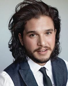 Kit Harington for GQ Magazine Who doesn't love Jon Snow? Jon Snow, Kit Harington, Kit Harrington Hair, Jon Schnee, Game Of Thrones Cast, King In The North, Actrices Hollywood, Haircuts For Men, Cool Haircuts