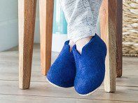 From New Zealand sheep to Nepal to your feet. Slippers made with all-natural wool that regulates temperature, wicks moisture, and fights odor.