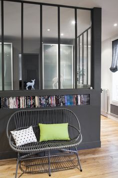 Interior windows, divides space but lets in light Style At Home, Interior Windows, Bookshelves Built In, Deco Design, Apartment Design, Home Living Room, Home Fashion, Ideal Home, Home Furniture