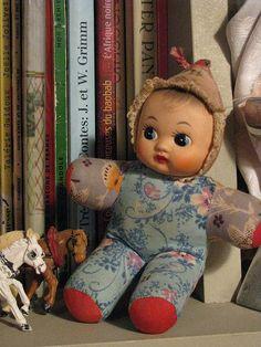 Vitriinissäni juuri tämmöinen, erivärisellä puvulla <3 Vintage Toys, Retro Vintage, Minne, Old Toys, Toy Boxes, Childhood Memories, Vintage Antiques, Children, Kids
