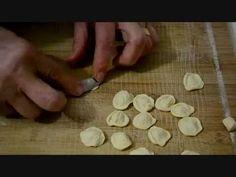 Mamma Carolina - Orecchiette e Cavatelli Fusilli, Bari, Nan Recipe, Sauce A La Creme, Fresh Pasta, Gnocchi, Pasta Recipes, Italian Recipes, Food And Drink