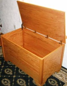 """own wooden chest. Is this still considered """"crafty""""? Or is this more """"handy""""?Build your own wooden chest. Is this still considered """"crafty""""? Or is this more """"handy""""? Building Furniture, Furniture Projects, Wood Projects, Diy Furniture, Blanket Box, Blanket Chest, Wooden Toy Boxes, Wood Boxes, Woodworking Plans"""