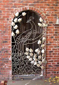 peacock gate - This would be wonderful as a thread sketched art quilt! Soo cool, okay, maybe not my front door but still. Garden Gates, Garden Art, Wrought Iron Gates, Metal Gates, Door Gate, Unique Doors, Iron Work, Door Knockers, Doorway