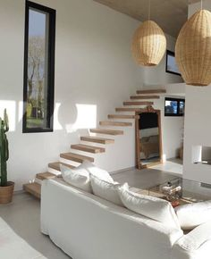 Home Living Room, Living Room Decor, Apartment Living, Minimal Apartment, Casa Petra, Home Interior Design, White House Interior, Simple Interior, Interior Stairs