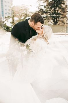 WITNEY + CARSON WINTER LAKE BRIDALS © India Earl Photography | www.noahsweddings.com