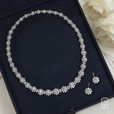 Sunflower by Harry Winston Harry Winston, Real Diamond Necklace, Gold Jewellery Design, Stylish Jewelry, Wedding Jewelry, Jewelery, Perfect Wedding, Free Runs, Premier Designs