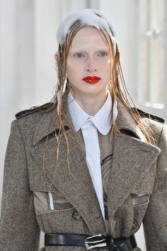 Maison Margiela sulle passerelle ha lanciato i capelli insaponati come tendenza beauty