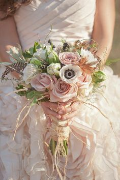 Which bridal bouquet to choose?fr - Original bridal bouquet Plus Spring Wedding Bouquets, Fall Wedding Bouquets, Bride Bouquets, Boho Flowers, Rustic Flowers, Bridal Flowers, Rustic Bouquet, Shabby Flowers, Pink Bouquet