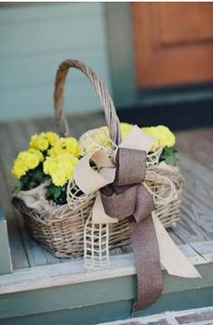 They used two colors of burlap for the bow on this flower basket. Sally Watts Photo