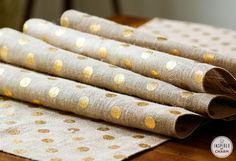 DIY No Sew Burlap Table Runner @Michael Wurm, Jr. {inspiredbycharm.com} Love this idea! Great for fall!