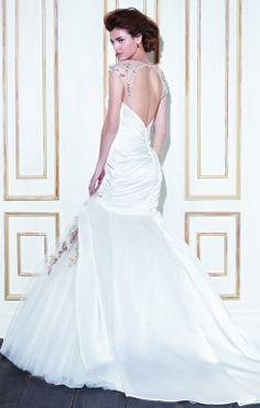 Wedding dress with oval back