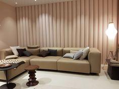 Vitra gewährte einen Überblick über die aktuelle Vitra Home Collection und präsentierte darüber hinaus neue und überarbeitete Produkte sowie Wiederauflagen von Klassikern.