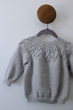 Baby Sweater Patterns, Knit Baby Sweaters, Baby Knitting Patterns, Knitting Stitches, Knitting Designs, Knit Crochet, Crochet Hats, Baby Cardigan, Knitting For Kids