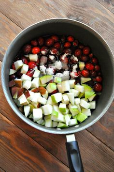 This four ingredient cranberry pear relish is absolutely essential to any thanksgiving and christmas table. Relish Recipes, Pear Recipes, Cranberry Recipes, Chutney Recipes, Salsa Recipe, Holiday Recipes, Pear Relish, Nutritarian Diet, Cake Recipes