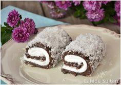 Çikolatalı Sultan Sarması veya Padişah Lokumu  Malzemeler  4 su bardağı süt 2 yemek kaşığı kakao 3 yemek kaşığı un (Kaşık Tepeli olacak) 5 yemek kaşığı şeker 1 yumurta sarısı 80 gr. Bitter çikolata 70 gr. Tereyağı ( bir yemek kaşığı dolusu) 1 paket vanilya Ayrıca: 1 poşet krem şanti, 1 su bardağı süt
