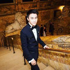 """Hai mối tình khắc cốt ghi tâm với bạn gái vừa đẹp vừa giàu của con trai tỷ phú nức tiếng Châu Á   Mario Ho là 1 trong 17 người con của ông vua sòng bài Macau Stanley Ho. Giống như những người anh chị em khác Mario Ho từ khi còn nhỏ đã sống cuộc sống vương giả không phải lo lắng dù chỉ một chút về gánh nặng kinh tế. Trong số những """"công chúa - hoàng tử"""" của gia đình ông Stanley thì chàng trai 22 tuổi này có thể nói là được dư luận quan tâm nhiều nhất. Một phần bởi cậu sở hữu ngoại hình long…"""