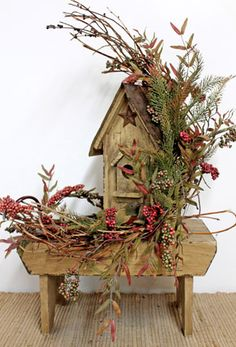Country Birdhouse Bench! I so love birdhouses. This is just perfect to add to a primitive decorated house!