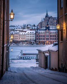 "karl on Instagram: ""Från Riddarholmen till Södermalm. #stockholm #stockholmworld #stockholm_insta #viewstockholm #viewstockholm #igscstockholm #igsweden…"" Stockholm Sweden, Hdr, Big Ben, Times Square, Travel Photography, Around The Worlds, Europe, City, Places"