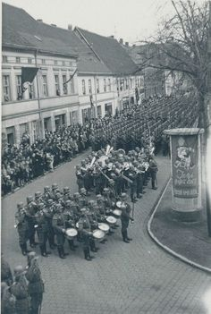 A military band in the town of Glogau (today Głogów, Poland). According to the town, it must be Infantry Regiment (Infanterie-Regiment Glogau). Date unknown. Luftwaffe, History Of Germany, Fife And Drum, German Army, Armed Forces, Ww2, World War, Dolores Park, Images