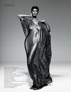 Supermodel Iman graces the cover of Schön! Magazine's issue, wearing a glittering Sophie Theallet caftan. Inside the issue, Iman poses for Tiziano Magni… Iman Model, Supermodel Iman, Dolly Fashion, Fashion Beauty, Urban Fashion, High Fashion, Iman And David Bowie, Iman Bowie, Black Supermodels