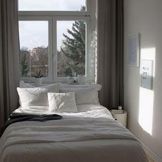 Bett am Fenster