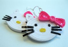 Quilled Hello Kitty – bjl Quilled Hello Kitty – bjl Week Eleven: Quilled Hello Kitty Figurinequilled Baby Feet , Bootles Nappy Pins – bjlHello Kitty made from paper using Quilling tech Quilling Keychains, Paper Quilling Jewelry, Paper Quilling Designs, Quilling Earrings, Quilling Craft, Quilling Patterns, Paper Jewelry, Paper Beads, Jewelry Crafts