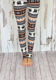 Snowflake Leggings, tacky but fun! Fall Winter Outfits, Autumn Winter Fashion, Other Outfits, Cute Outfits, Christmas Leggings, Winter Leggings, Style And Grace, My Style, Snowflake Leggings