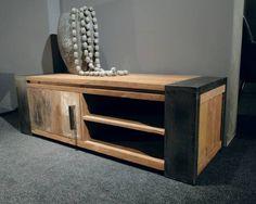 Industrieel tv-meubel Asmund - Stoer industrieel tv-meubel van oud recycled teak en stalen poten. Dit model is ook leverbaar met 2 deurtjes. Dit model combineert mooi met onze tafel Asmund of een maatwerk model van oud eiken zoals de tafels Vitrolles, Palau en Lormont.