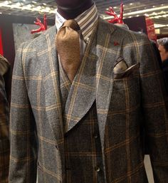 The collar on this vest ALONE could break a lesser man. You have to wake up ready to wear this. Sharp Dressed Man, Well Dressed Men, Mens Fashion Suits, Mens Suits, Suit And Tie, Gentleman Style, Suits You, Sport Coat, Stylish Men