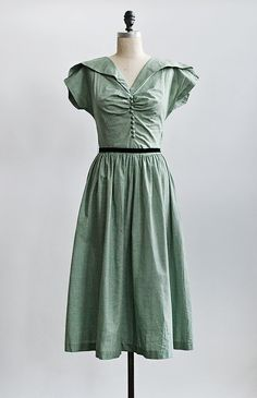 vintage 1940s green gingham buttoned bodice dress