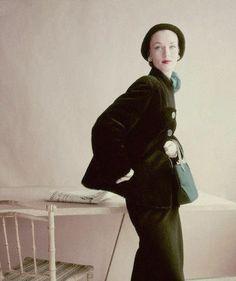 1952    Model is wearing an alpaca jacket with a milliken wool seude skirt by Aintree.