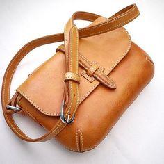 กระเป๋าหนังแท้ แฮนด์เมด By Truly bag www.facebook/trulycraftman #Trulycraftman #Trulybag  #leather #leathercraft #handmade #handstitch #handcraft #wallet #leatherbag #กระเป๋าแฮนด์เมด #กระเป๋าหนังแท้