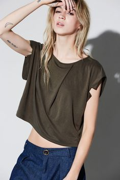 Automne | hiver 16.17 – eve gravel top Vespa, Eve, V Neck, Crop Tops, Collection, Women, Fashion, Round Collar, Fall Winter