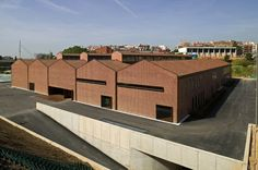 Image 3 of 26 from gallery of Espai Baronda / Alonso y Balaguer. Photograph by Josep Mª Molinos Factory Architecture, Brick Architecture, Industrial Architecture, Amazing Architecture, Halle, Parque Industrial, Industrial Chic, Warehouse Design, Best Architects