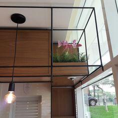 Projeto Pitaia Bistrô - Rafaela Pricken Arquitetura - detalhe de arranjos de flores da loja Artelaria