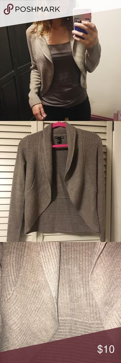 H&M beige brown cardigan Comes up pretty short above the waist, true to size. But cute for the fall or winter - you can dress it up or down H&M Sweaters Cardigans