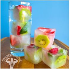 These fresh fruit popsicles are SO PRETTY! What a delicious and refreshing treat idea for summer! They're so easy to make and they're super healthy! Fruit Ice Cubes, Flavored Ice Cubes, Fruit Water, Fresh Fruit, Smoothie Recipes, Smoothies, Homemade Fruit Popsicles, Fruit Drinks, Beverages