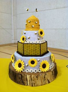 Bee keepers dream wedding cake by Candy's Creations.net