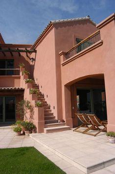 Imagen relacionada #casasdecampomexicanas Exterior Colonial, House Paint Exterior, Dream House Exterior, Exterior House Colors, Exterior Design, Spanish Style Homes, Spanish House, Outside House Colors, Mexico House