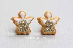 Clous dOreilles Anges Biscuits de Noël - Bijoux Gourmands  ======= = = =  ● Boucles dOreilles Biscuit de Noël Ange  ● Matériaux : pâte polymère, clous