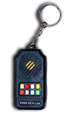 Zenélős kulcstartó (80's)