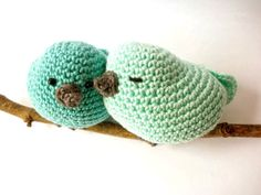 This couple of crocheted birds would be a cute and rustic decoration for a mint green nursery, or a perfect romantic gift for a couple who loves birds. These cute little birds are crocheted using a 10