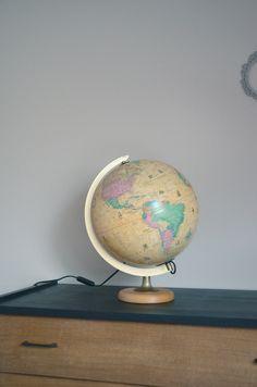 Globe terrestre lumineux,beige, Sudime , mappemonde, vintage, années 70 de la boutique atelierdelachoisille sur Etsy