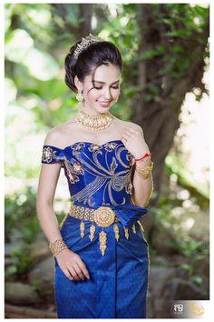 Cambodian Wedding, Khmer Wedding, Thai Fashion, Indian Fashion, Thai Brides, Culture Clothing, Engagement Dresses, Wedding Costumes, Blue Nails