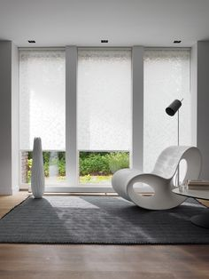 LEWIS Wire - Summer Trend in outdoor awnings: white, whiter, whitest Hunter Douglas, Double Blinds, Modern Window Treatments, Outdoor Awnings, Roller Blinds, Blinds For Windows, Window Design, Window Coverings, Floor Chair