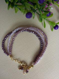 Encantos de Bijus: Pulseira com Cristais Beaded Bracelets, My Favorite Things, Jewelry, Fashion, Beaded Wrap Bracelets, Jewelry Bracelets, Beaded Jewelry, Investing, Charms
