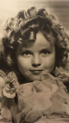 My mostest favoritest image of Little Miss Sparkle. She looks a bit worn down from a long day on the set, but her expression says okay tickle me again! Imagine the joy George and Gertrude had raising this rambunctious l'il angel! Baby Doll Picture, Shirley Temple, Brady Kids, Adult Children Quotes, Temple Movie, Santa Monica, Temple Pictures, Old Movie Stars, Valley Of The Kings