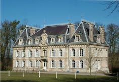 Chateau d'Havernas, facade anterior du chateau - Nievre, Bourgogne